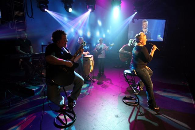 KimStewart 062009 acusticband 1 blog