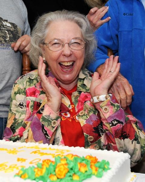 Granny's80thBirthdayCAKE 092609 1 blog