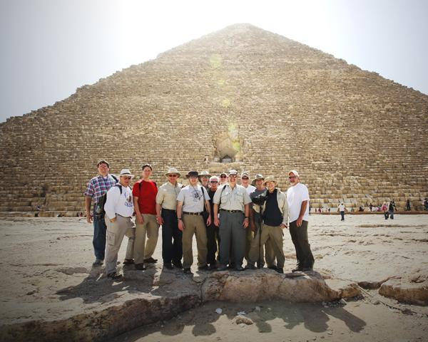 Great Pyramid Gizeh 030810 EntireGroup 1 BLOG