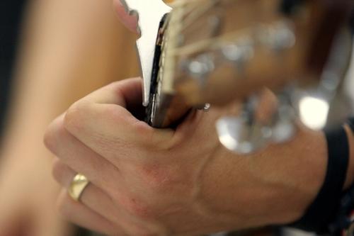 Rob_wegner_guitar_hand_1